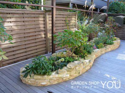 デッキの上にいながら、地植えの花壇が楽しめます。
