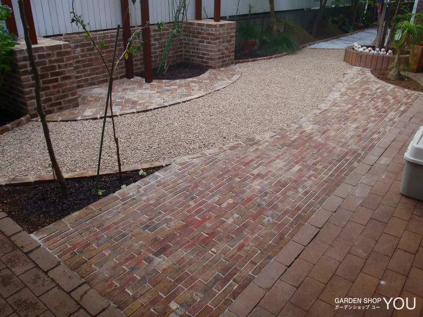 レンガと砂利樹脂舗装で舗装にも メリハリをつけて。