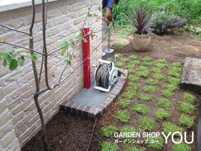 こんなシンプルな立水栓も素敵。「赤」が素敵。