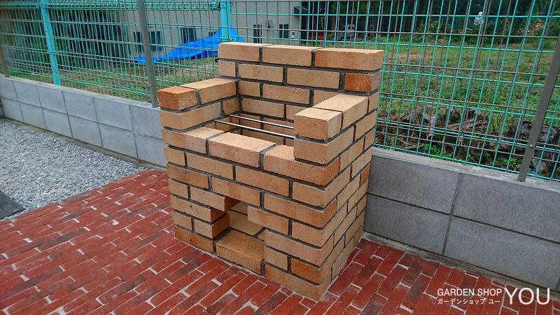 耐火煉瓦で作ったしっかりとしたバーベキューコンロ。