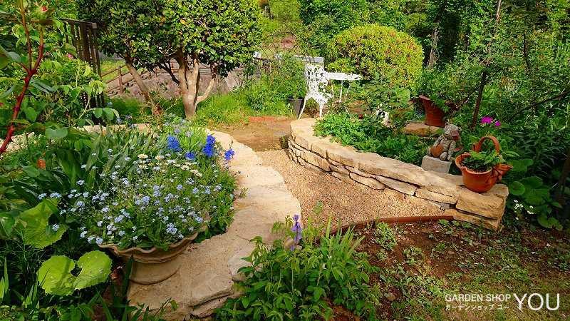 優しい雰囲気に包まれるナチュラルなお庭。