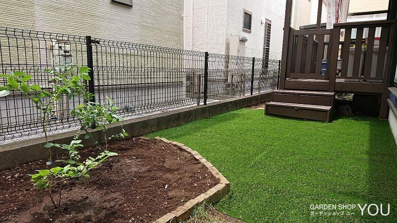 芝を取り除き、人工芝に変えたリフォーム後。
